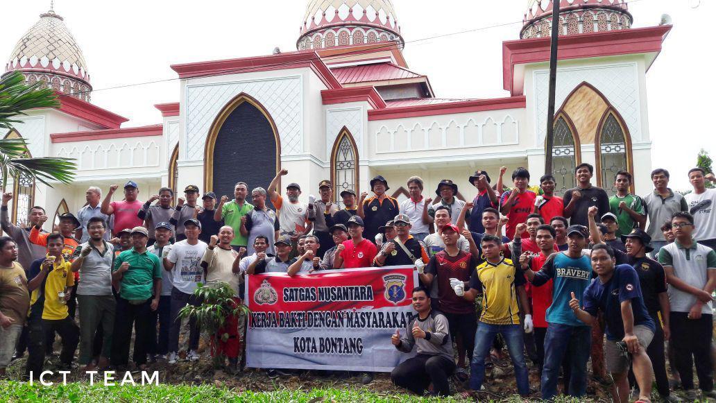 Subsatgas Kemitraan Satgas Nusantara Polres Bontang Kerja Bakti Bersama LDII Bontang