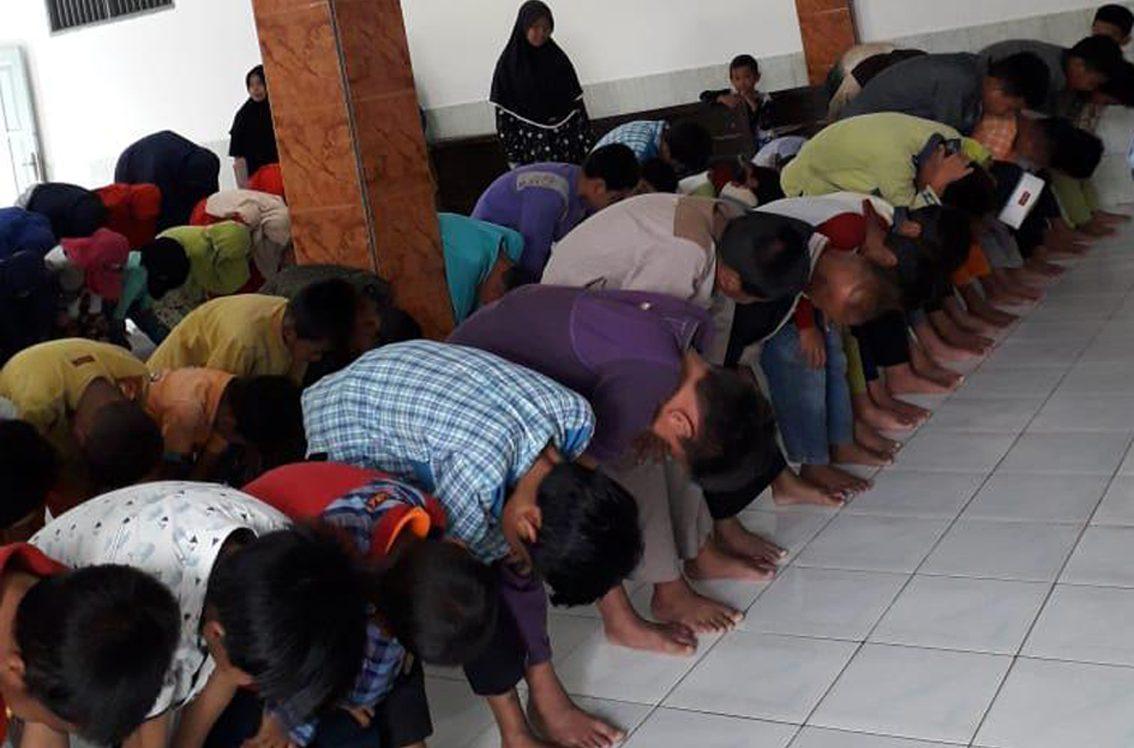 Isi Pengajian dengan Praktek Ibadah Wudhu dan Shalat